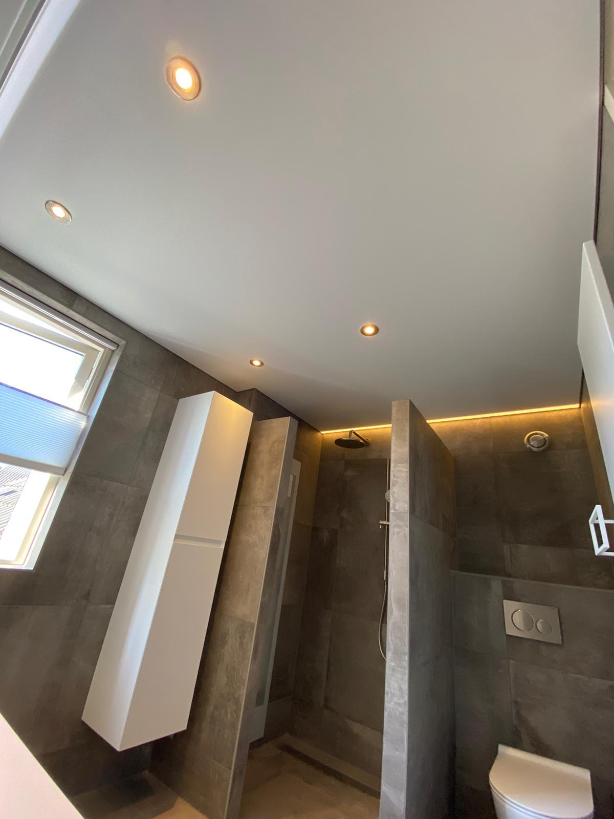badkamers met spanplafonds is een specialist van Indara