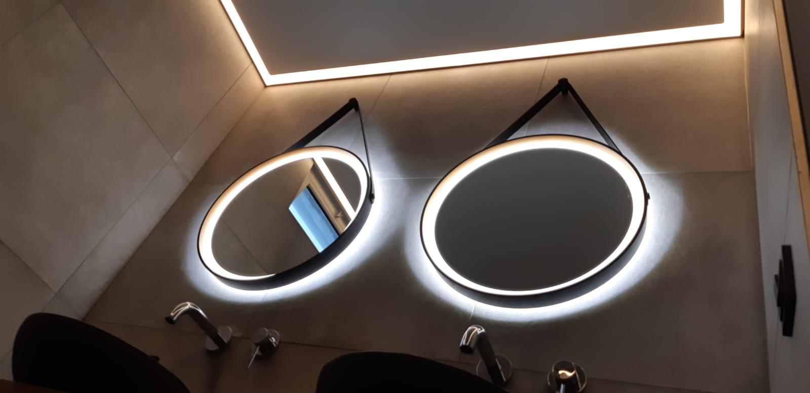 LED verlichting rondom de spiegels in uw badkamer