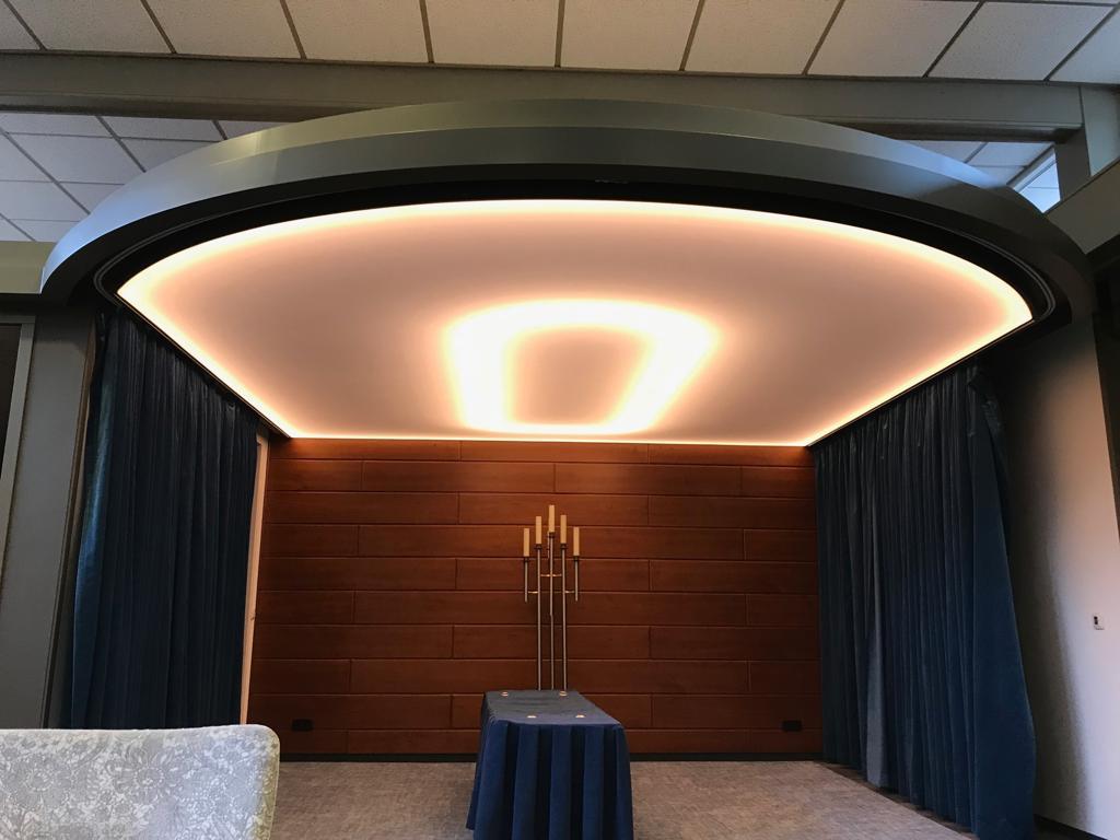 sfeerverlichting met gekleurde LED licht in uw plafond