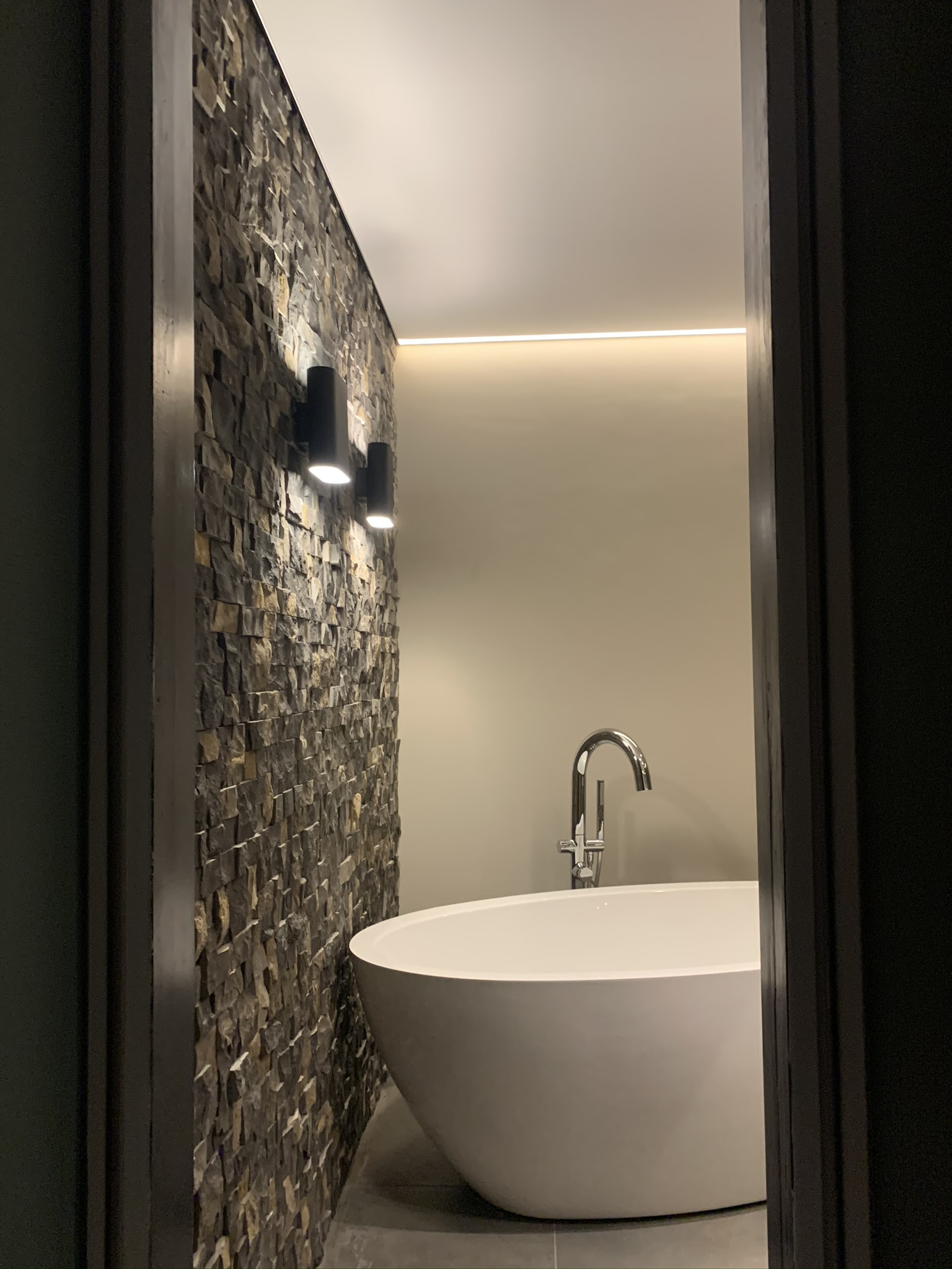 impressie luxe badkamer met indara spanplafond