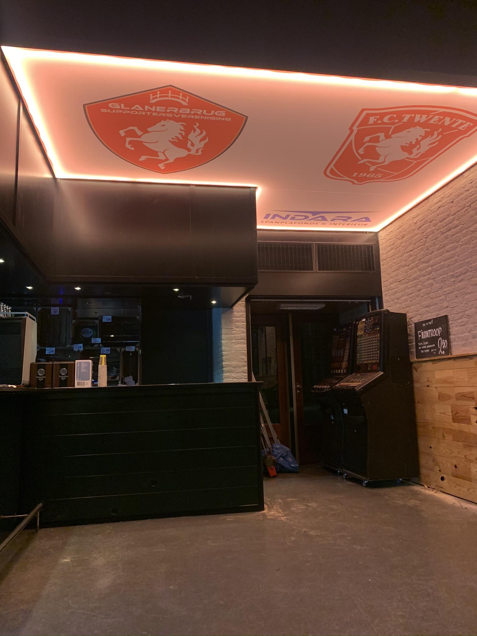 spanplafond met fc twente logo