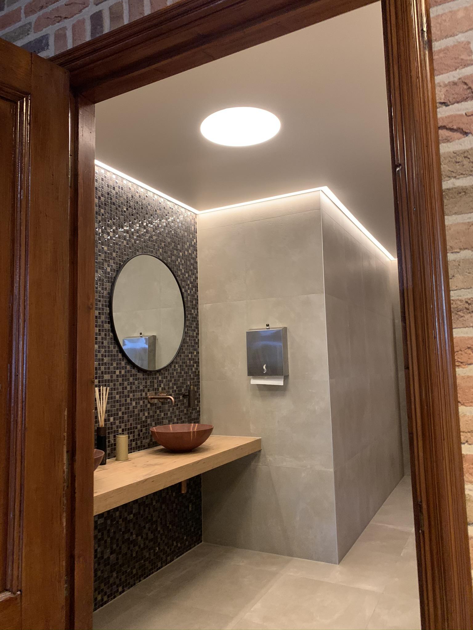 maak uw badkamer extra bijzonder met spanplafond