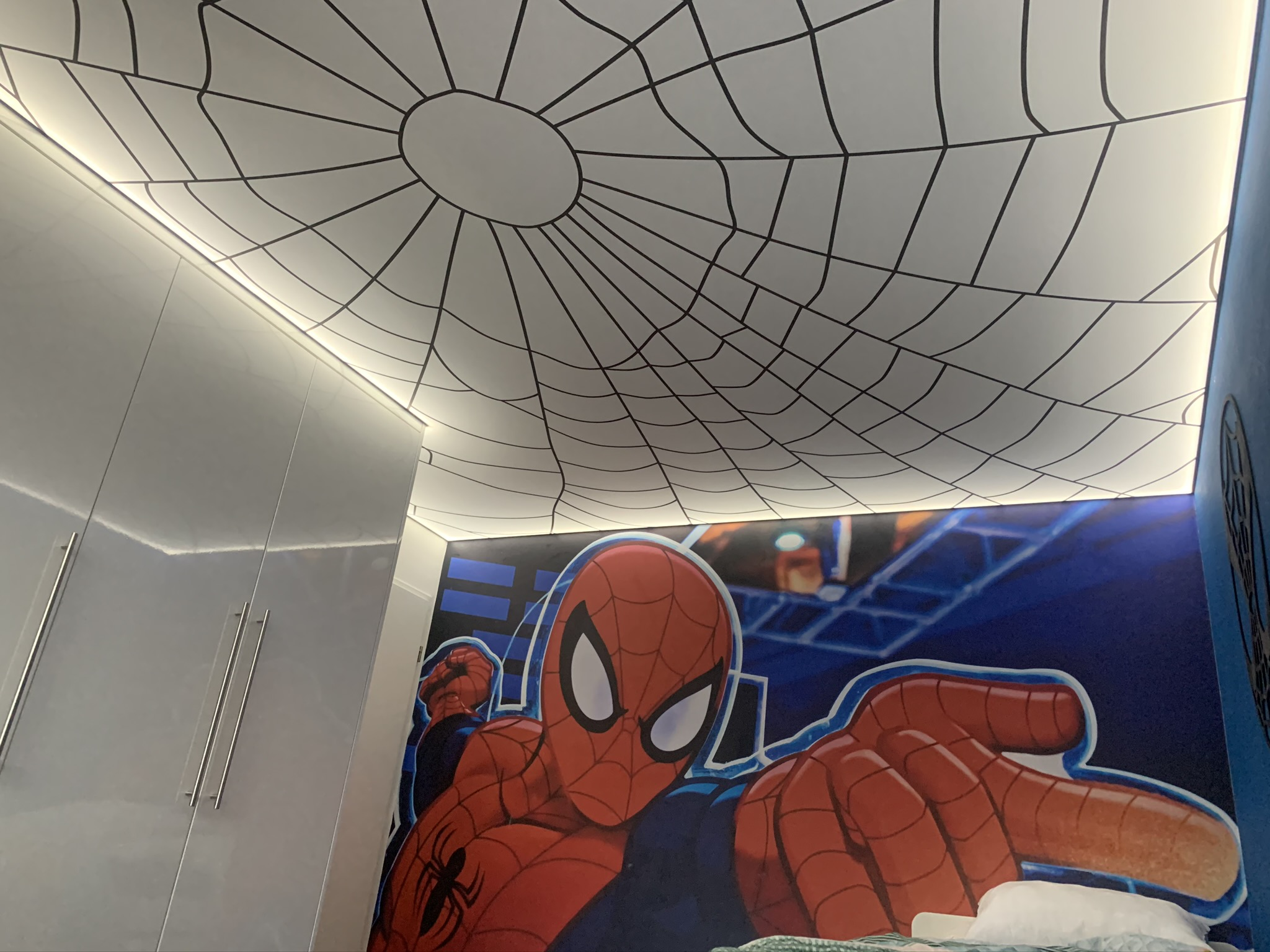 spanplafond met spiderman print
