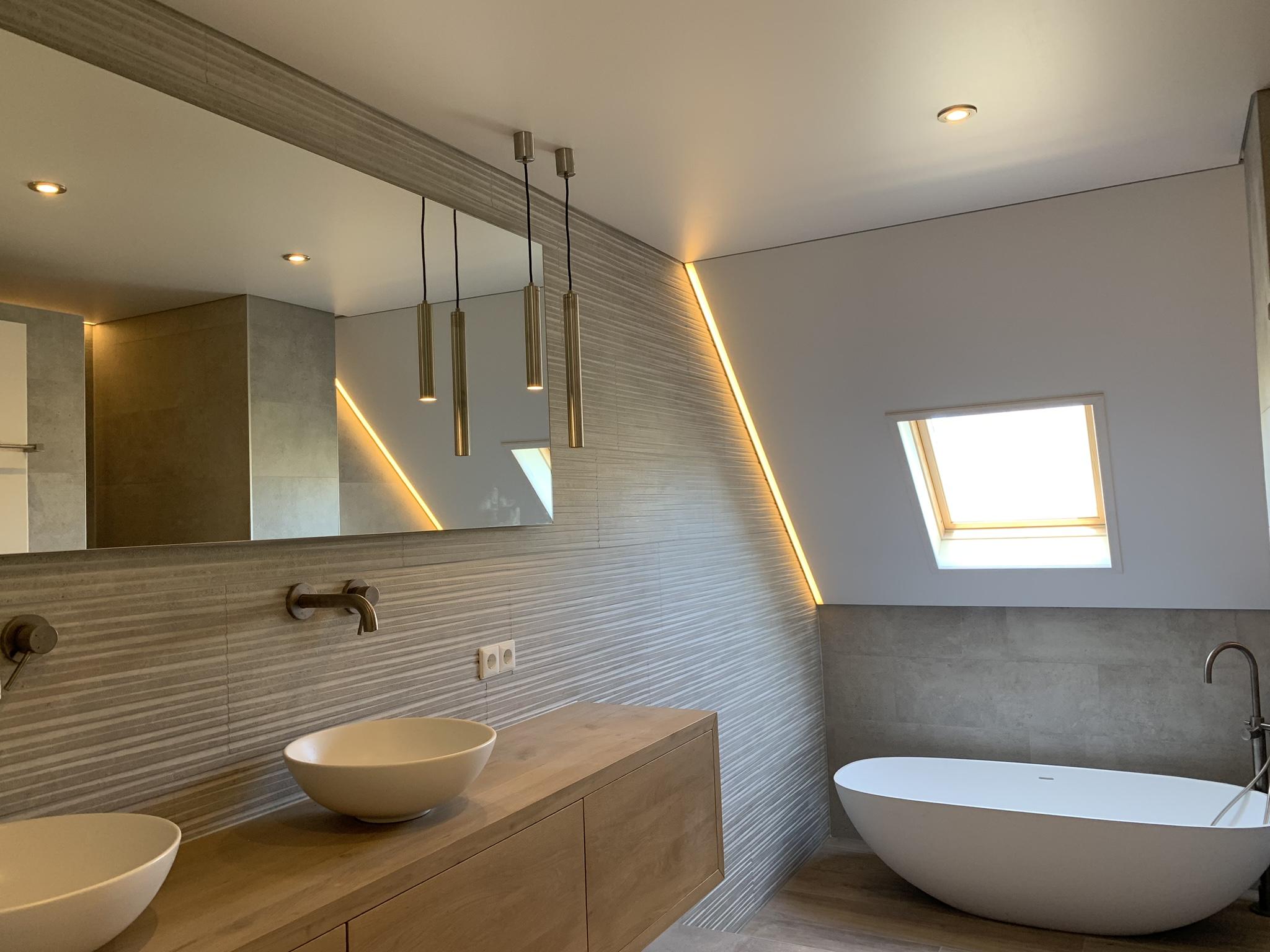plafondverlichtig in uw badkamer met een spanplafond
