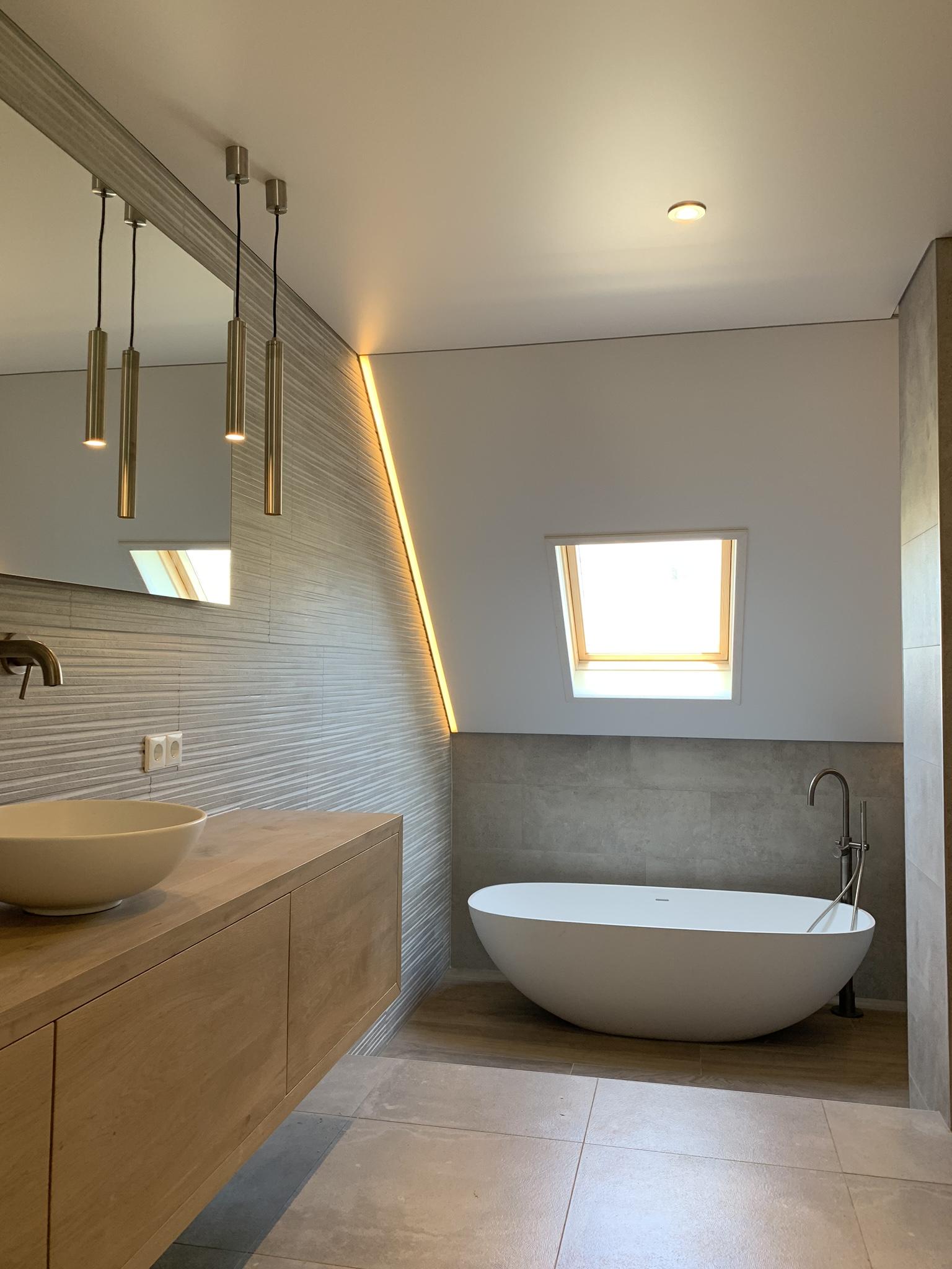 spanplafond in uw badkamer met led verlichting