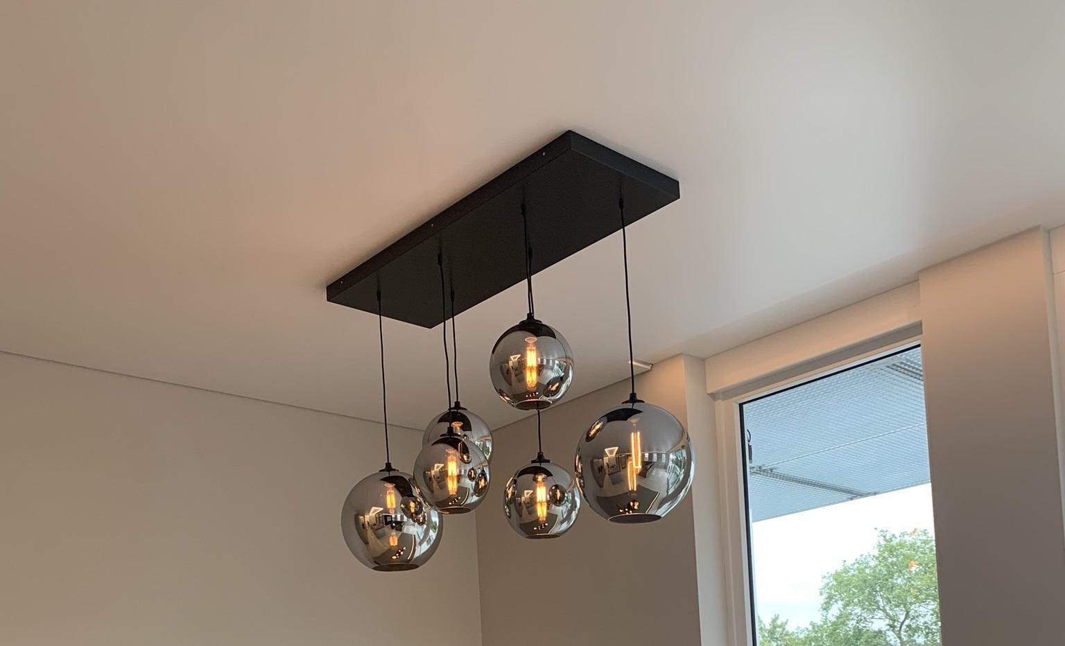 hanglamp aan een spanplafond is prima mogelijk