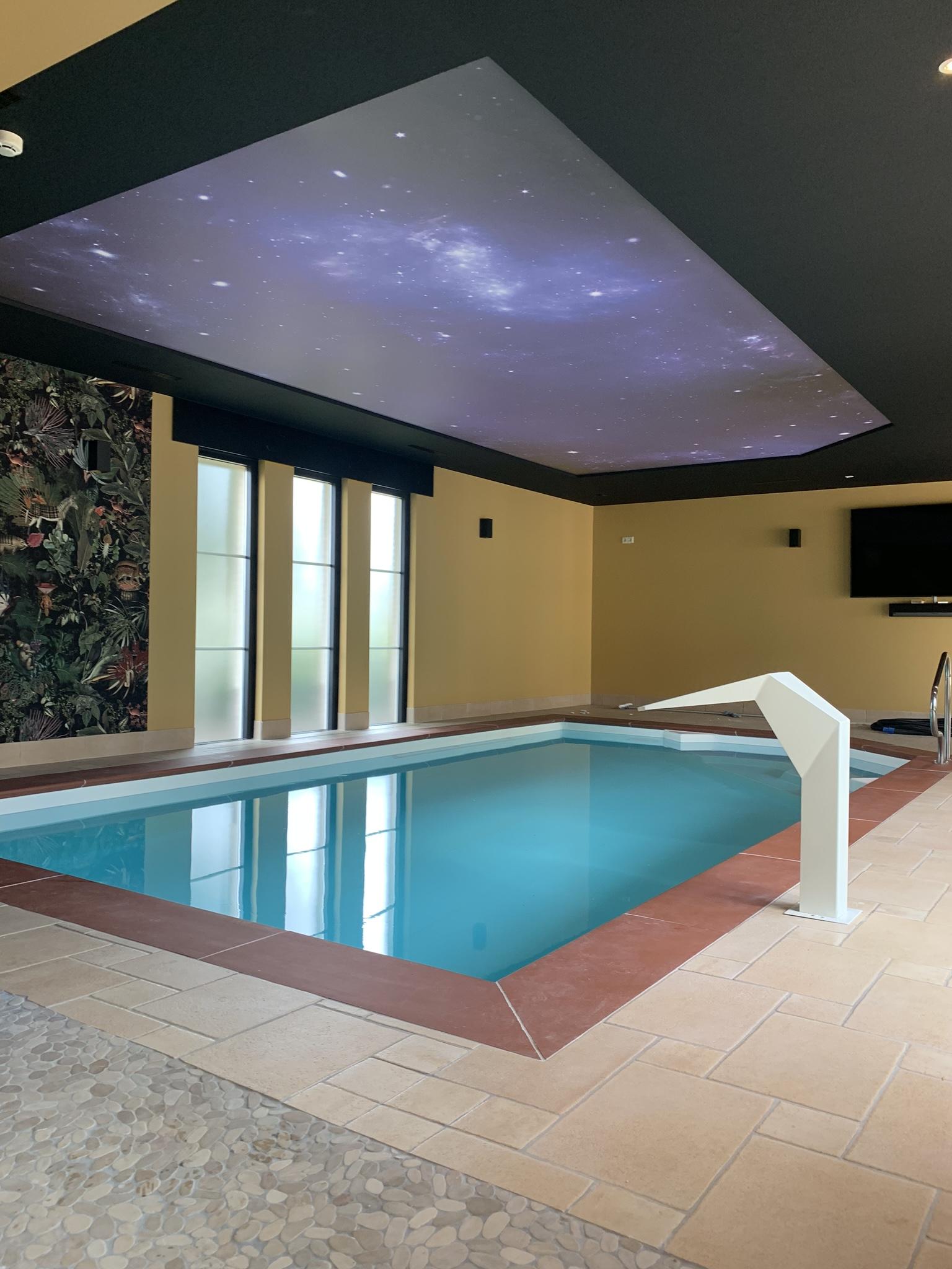 verlichte spanplafond voor zwembaden