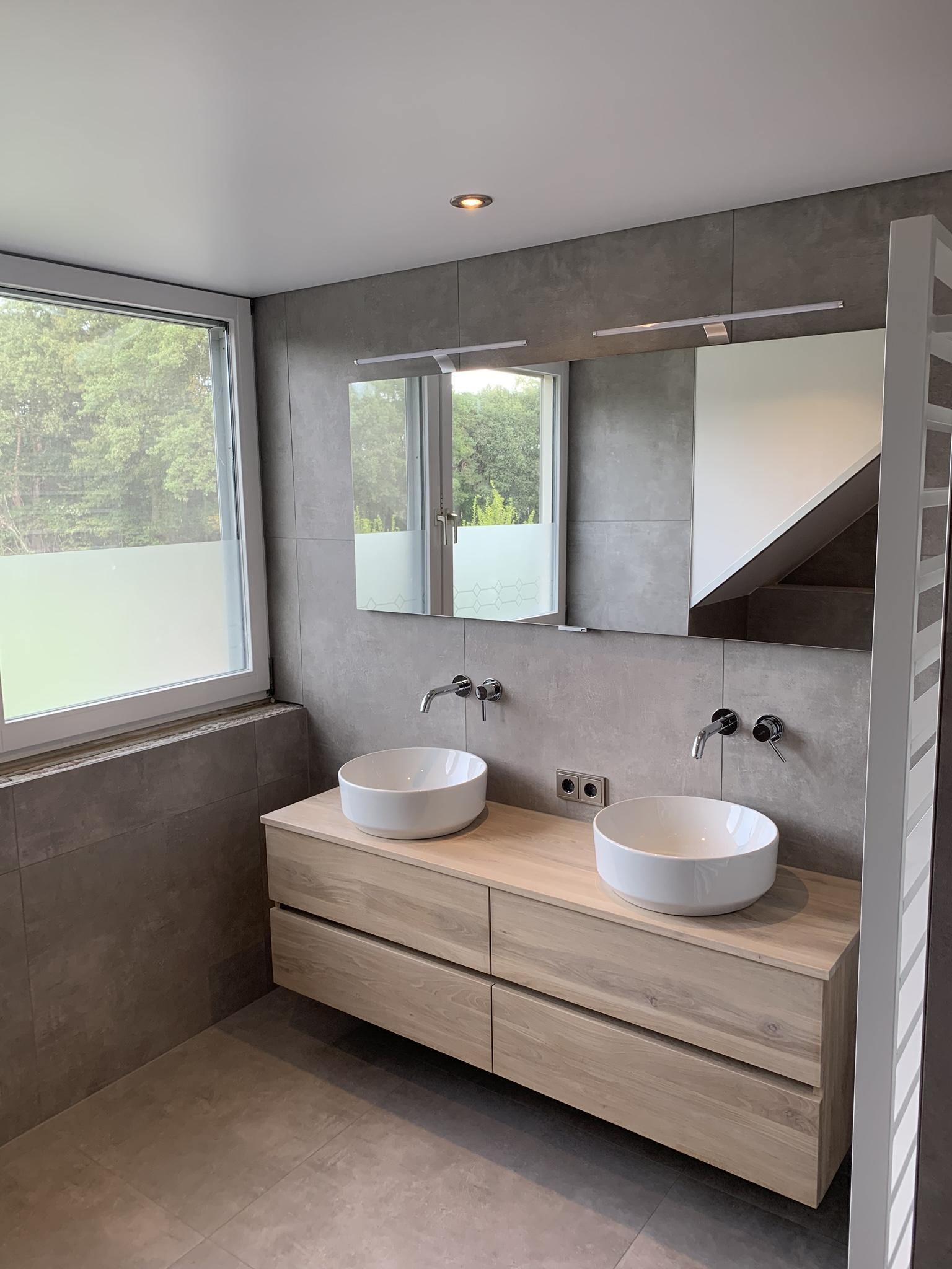 Spanplafond in uw badkamer? Vraag een offerte op bij indara