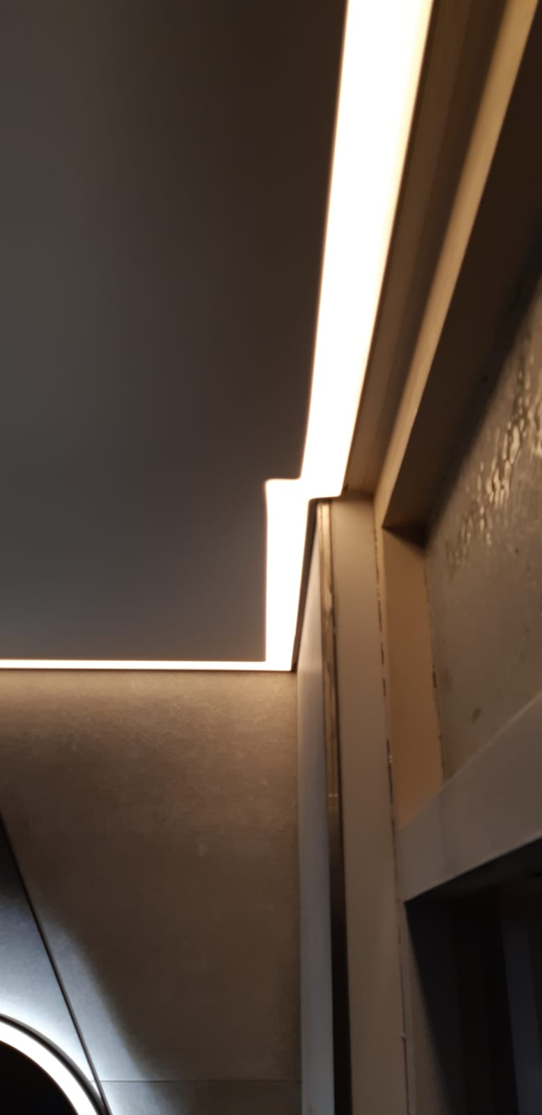 rand LED verlichting badkamers in spanplafond