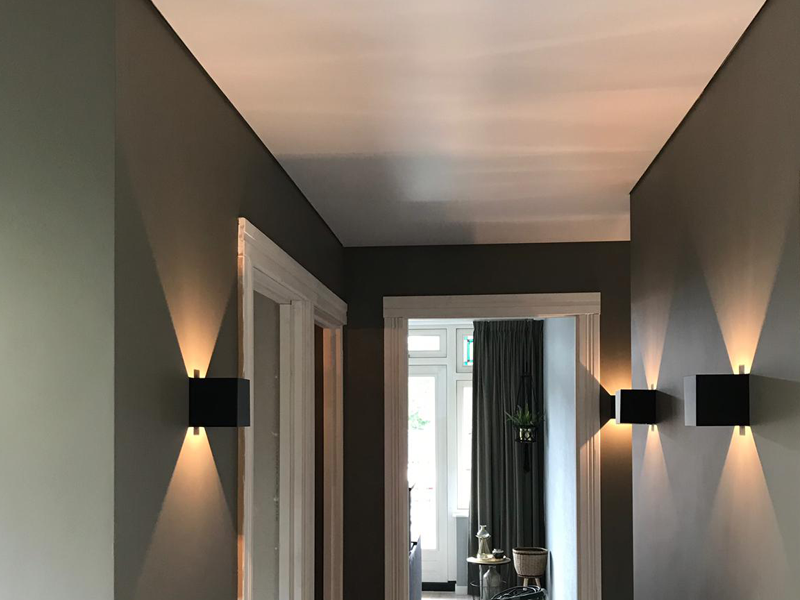 uw overloop plafond voorzien van verlichting met spanplafond